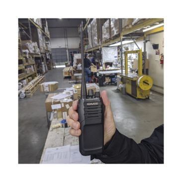 Radio Kenwood Analógico NX-1200-AK, VHF 136-174 MHz, 5 Watts, 64 Canales, GPS, IP55, MIL-STD-810, Incluye antena, batería, cargador y clip, NX-1200AK